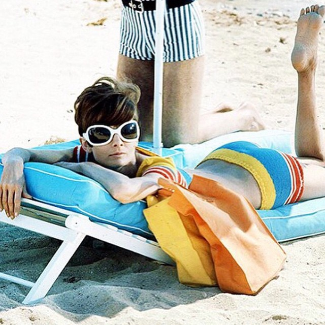 What are your plans for this long weekend? Photo #repost by : @whowhatwear #beach #audreyhepburn #weekend