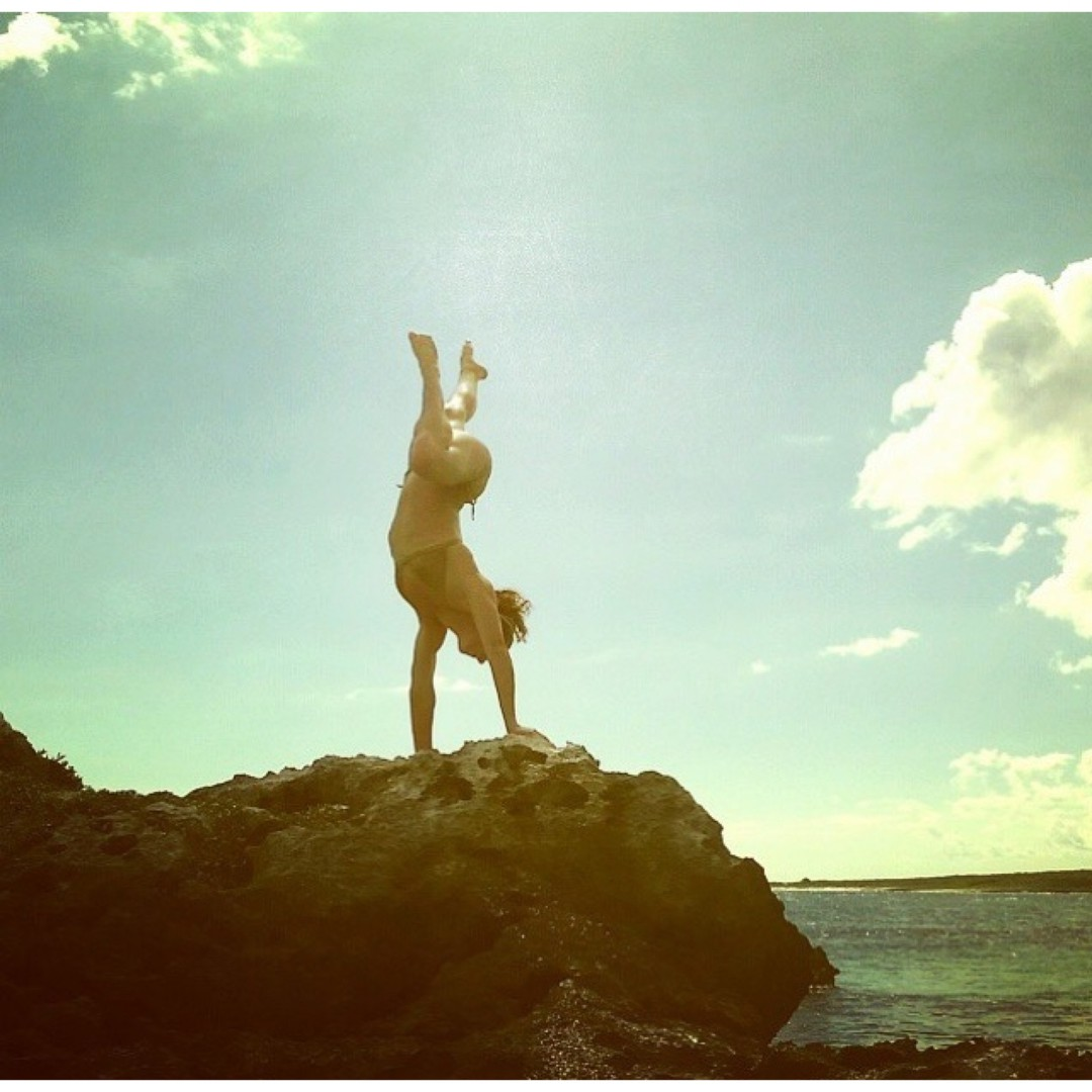 Zen-in-a-bikini moment with #athlete @julesridley || #getoutthere #weekendvibes #miolagirl #bikini #bikiniyoga #handstand #standinonarock #oceanview #zen #sundayfunday #yogagram #bikinigram