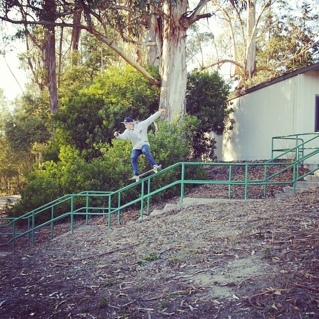 @garrettginner killing a quad kink #stzlife #skateeverydamnday #skateboard #kinkrail #professionaloutsider #happyshredding