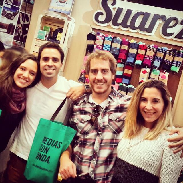 Gracias @juampidonati @matinacach y las diosas de sus novias por pasar por @tiendasuarez a llevarse sus #MediasConOnda y sus #Domingos. Genios!