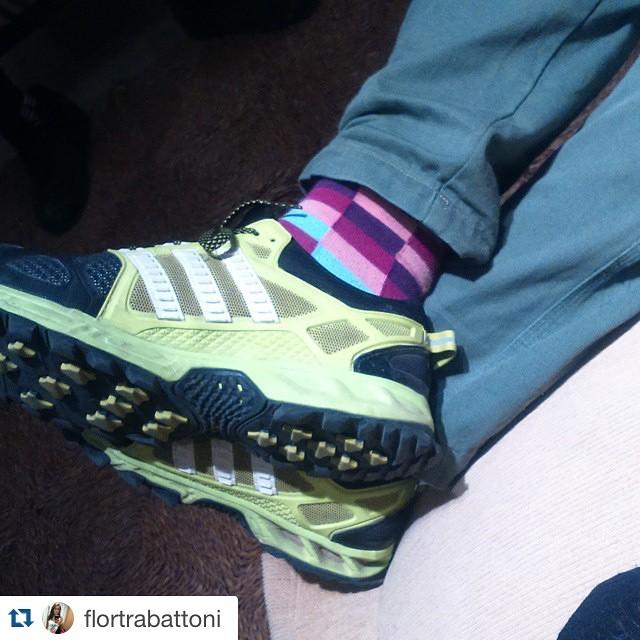 #Repost @flortrabattoni with @repostapp. ・・・ Esto es tener estilo jajaj.  Definitivamente las medias se ven!! @tiendasuarez