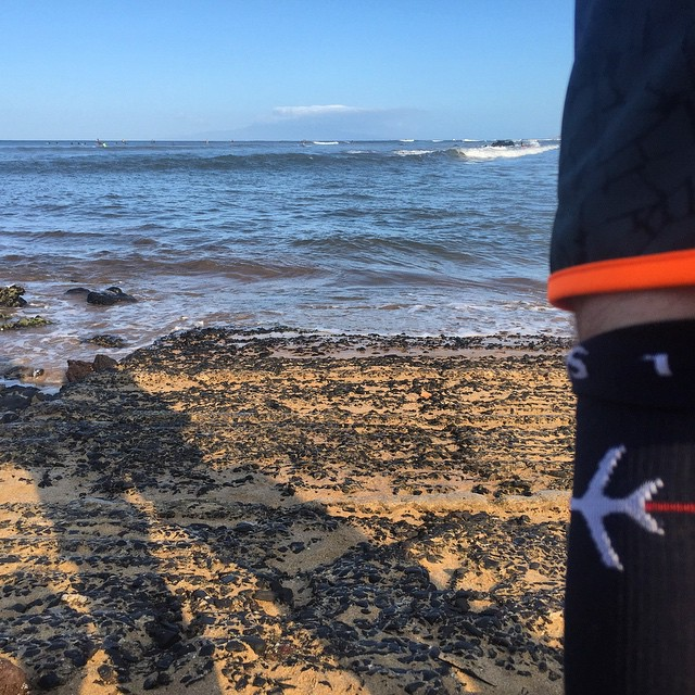 The only pre-wave relaxation, @soxxysocks on for #MemorialDay on Maui surfing #Hi5TheWave // #soxxysocks