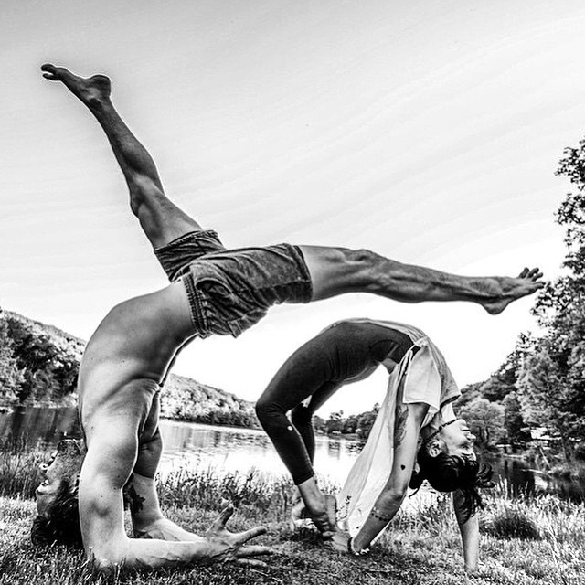 Need some #inspo before the week starts? @justinwolferyogi in our Vintage sweat Short is plenty #mondaymotivation. #mdw #mdw2015 #mondays #yoga #inspiration #pose #stretch #regram @robertsturman