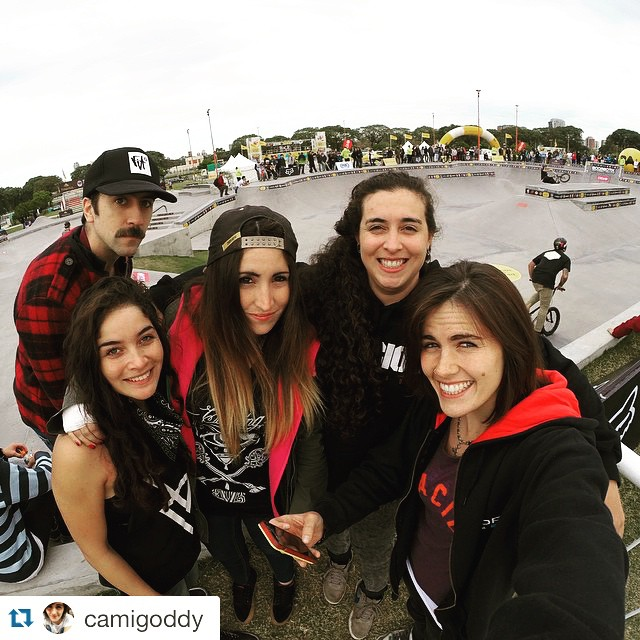 ⚡️⚡️⚡️⚡️ #girlpower  #Repost @camigoddy with @repostapp. ・・・ Ya estamos las bicivoladoras en el #BAX en #CostaneraPark ! @mikeilapelayes @analiabmxz #xime #bmxgirl #bmx #BuenosAires @goproargentina @bodaciousclothing @novikgloves1 @breakinglimitsarg