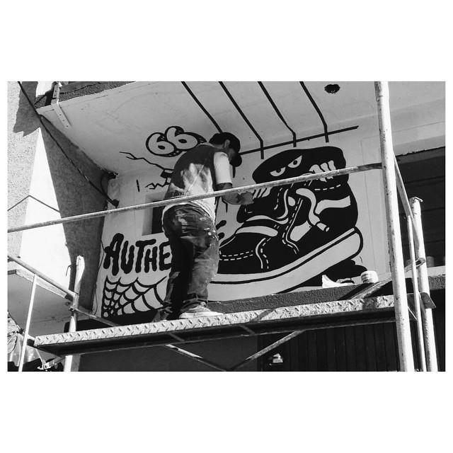El fin de semana largo @falucarolei estuvo en Marpla pintando el exterior de @caafe_skateshop