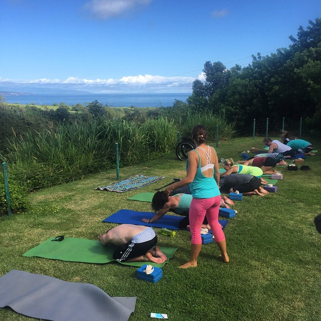 Morning yoga with @lululemon ambassador Sammie before catching the morning waves, #Hi5TheWave