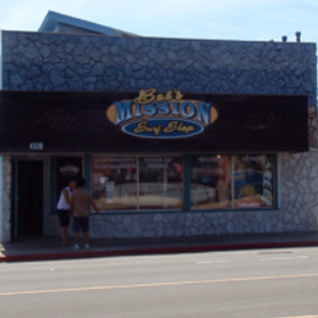 You can find ulu LAGOON at Mission Surf in Pacific Beach, CA! #uluLAGOON @missionsurf #summer #coastal #surfshop #surfwax #candles #pacificbeach #pb #ca