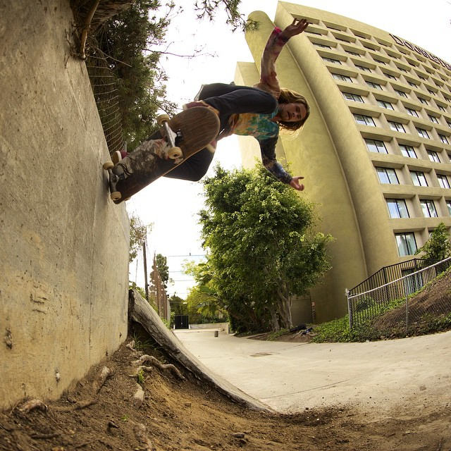 Off the wall #skateboarding with @camrev33  #caliberstandards