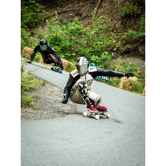 #predatorteam rider @mikefitter nailing that inside line during one of his open heats at the @britanniadh #2015 last weekend! Photo cred: @adnanzare #predatorhelmets #predatordesignsinc #originalpredatordesign #tocatchapredator #DH6 #carbonfade