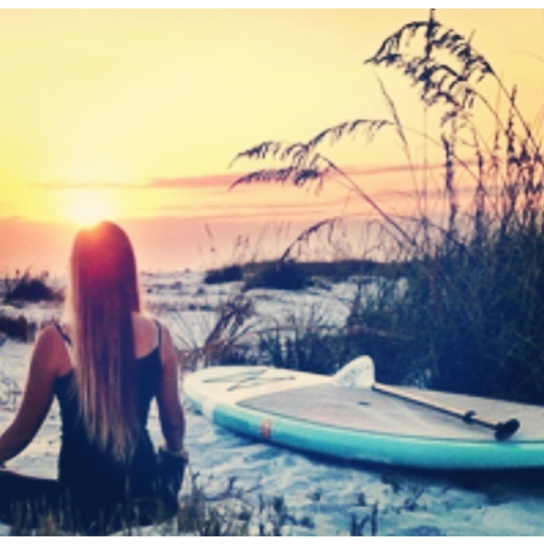 The best things in life are free ☀|| #rad #regram from @riderclothingco || #getoutthere #supgirl #om #sunset #sunrise #oceanlover #sunworship