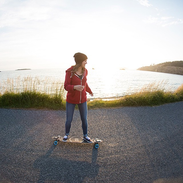 Alyne having some fun in the sun our new Cabrakan cruiser longboard on the San Juan Islands. Follow the link in our bio for more photos and video. #longboard #longboarding #longboarder #sunset #sunsets #girlslongboarding #longboardinggirls #cruise...