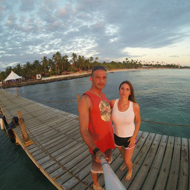 Mi mujer siempre me dice que las mejores fotos son la del atardecer... coincido. #gopro_captures #goproeverything  #gopro3 #sunrisebeach #sunset #pier #muelle #sunset_captures_ #igs_photos #selfiegopro #atardecer #summer #ig_caribbean_sea...