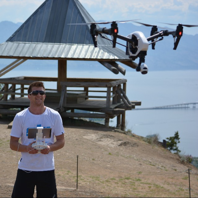 We bet UFC Fighter Matt Dwyer can't do a Kimura on the #DJI #inspire1!  #MMA #DJICreator