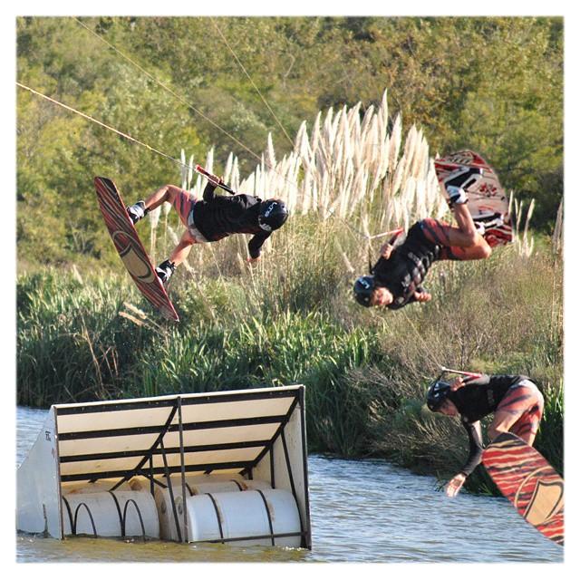 Wake style ✌ Secuencia de una tarde de wakeboard con el #ReefTeam  #WakeForIt #FW2015 #wakeboard #wakeboarding #wakeboarder #lakelife #lifestyle #boardsports #ReefArgentina #justpassingthrough