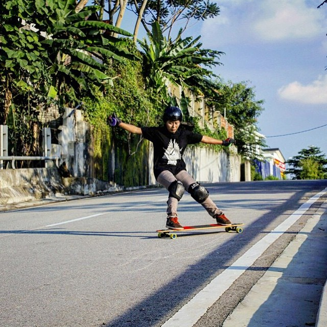 @lgcmalaysia rider @vina_grey checking off some speed. @cherrybombbc photo.  #longboardgirlscrew #womensupportingwomen #girlswhoshred #skatelikeagirl #vinagrey #lgcmalaysia #malaysia #kualalumpur