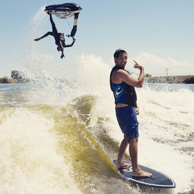 We have had thousands of wakesurf photos submitted to the Tank over the years but never seen anything quite like this one! Thanks @airescosta for sending us the shot - will get some gear out in the mail next week. #keepitfresh #wakesurf #wakesurfing