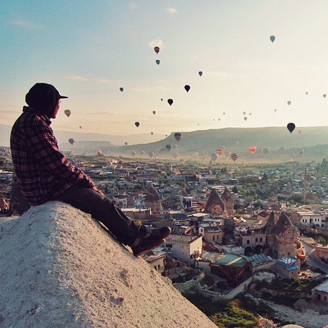 @willwesson's trip to Turkey involved his first hot air balloon ride in Cappadocia. Thanjs for the shot, @etiennemerel! Read his story over at experience.forsake.com. #getoutthere #adventureworthy #hotairballoon #balloons #cappadocia