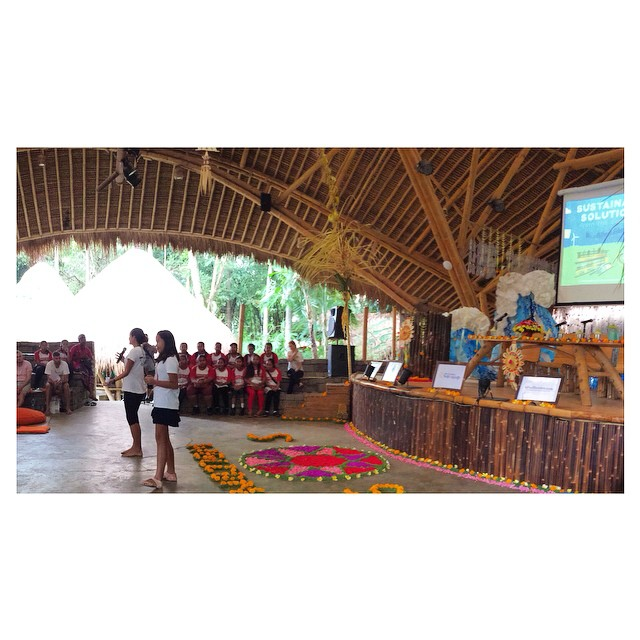 Fun event last weekend -- the Sustainable Solutions conference at @greenschoolbali. Pictured here are the young ladies of @byebyeplasticbags giving an opening speech