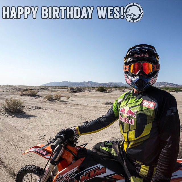 Let's all wish @Wes_Agee #HappyBirthday