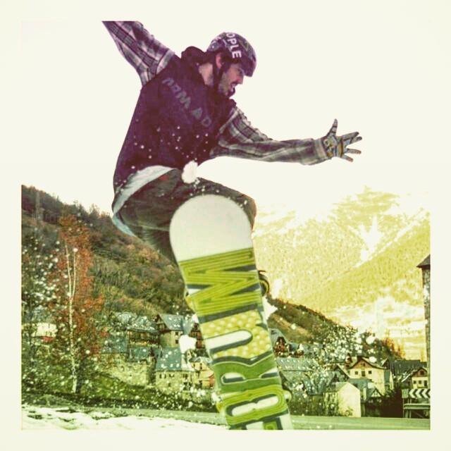 Nuestro snowboarder @zompontroli rockeándola como siempre!  Se viene algo grande en #VitaCaps !! Estás preparado?? #VITA #VitaBeanies #Snow #Fun #Wednesday #Board #Mountain #Ride  #Drone #PicOfTheDay #Good #Vibe #Life #Style #Fashion #Caps #Hats #Never...