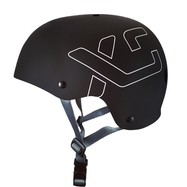 This limited run Matte Black Classic Skate helmet is @anna_segal's top pick and will be available as a stock colour in the fall! Great fit, clean shape, classic style. #basicblack #xshelmets #blackandwhite #skatebikeboardski