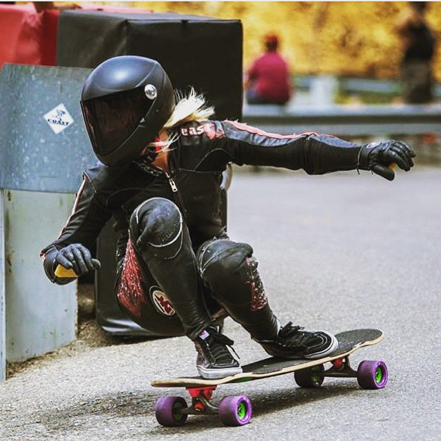 @amandapowellskate during the Catalina Island Classic. @godofbiscuits1 photo.  #longboardgirlscrew #girlswhoshred #skatelikeagirl #amandapowell #womensupportingwomen