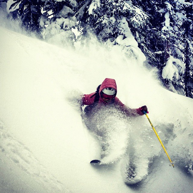 Flylow's @rebeccaselig slicing through the pow.
