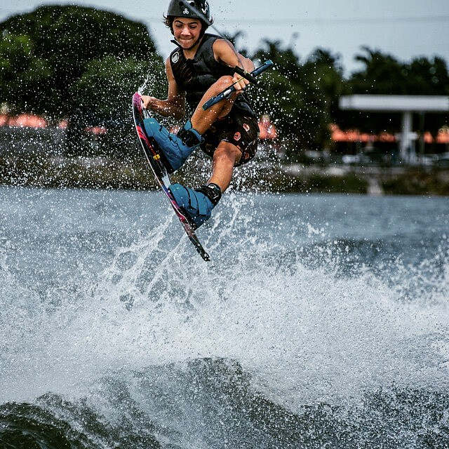 @kaiditsch -  Playing with the wake ✌ #wakeboard #wakeboarding #wakeboarder #lakelife #lifestyle #boardsports #ReefArgentina #ReefTeam #justpassingthrough