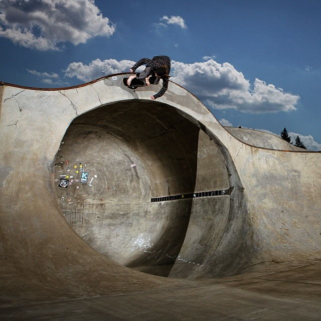 #TBT to when team skater @jamiejacobson8 carved over the full pipe #BAREFOOT ! #Vancouver #Canada #Skate