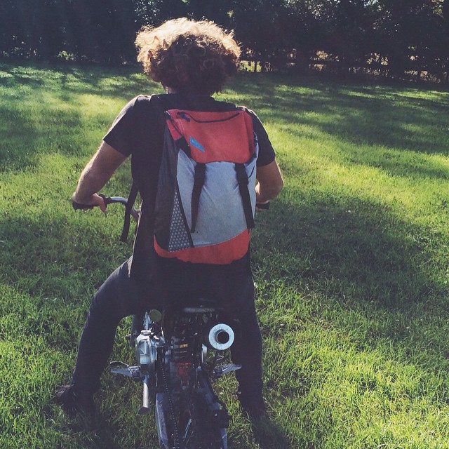 The curly #commuter - @tomikaragozian // #teammafia #fromsailstobags #discoverpack