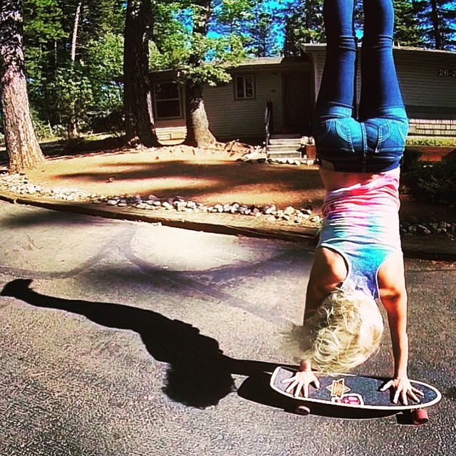Let the good times roll. @bevmoskater with a sweet handstand reminding us that IT'S FRIDAY!! #life #love #skate #summervibes #weekend #girlswhoshred #xsteam #xshelmets #behappy