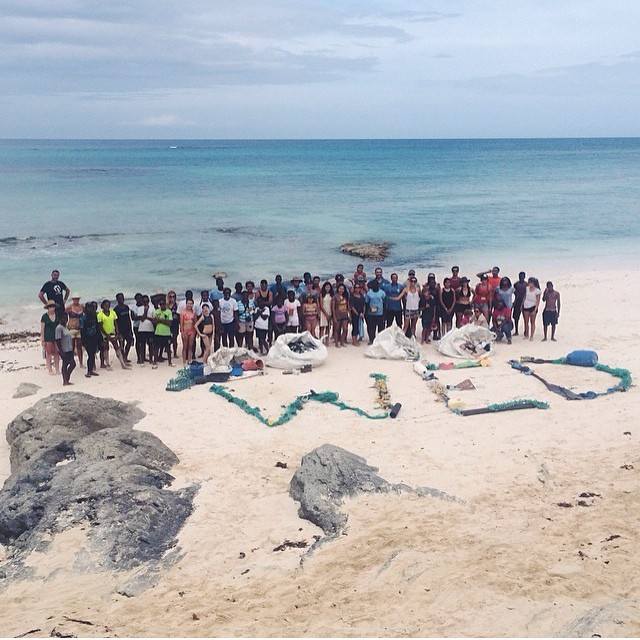 World Environment Day beach clean-up with the The Youth Summit participants, @5gyres @bahamasplasticmovement @jackjohnson Sea Change! @cuppow @allatonce_org @trashisfortossers #SeaChange #AAOPlasticFree