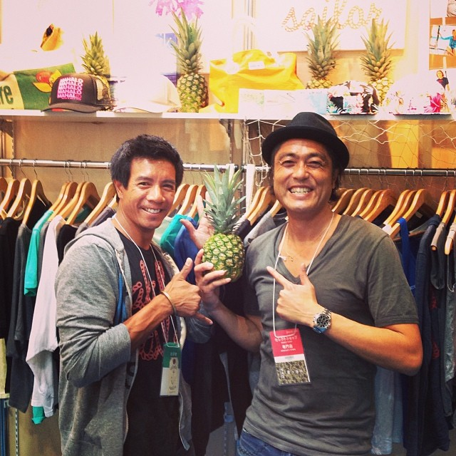 Mahalo to Daisuke san of #futabafruits for adding some #Hawaii #pineapples to our booth at #jfwiff #tradeshow #dontpanicitsorganic. Today is the last day of the #Japan #fashionweek event in #Tokyo at #bigsight