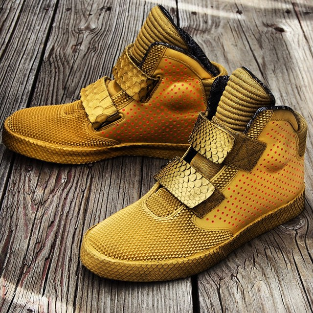 A special gold Boombot is coming soon and you might want to find some Flysteppers to match...#superfly