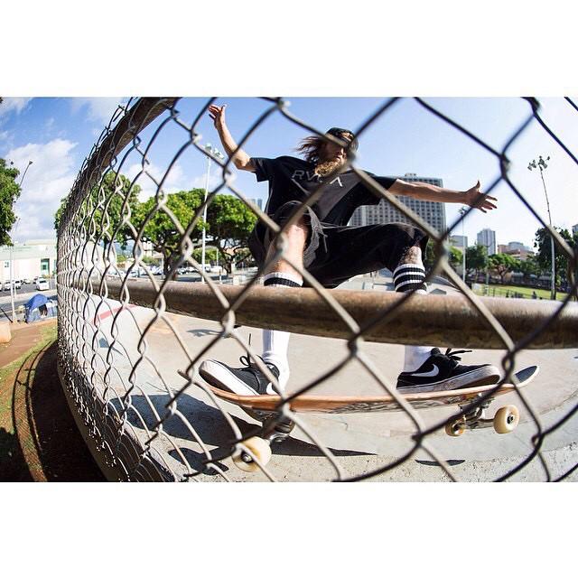 Grey dogg (@greyson_fletcher) slasher through the fence.