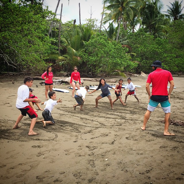 Stoked and Sustainable... Weekend surf + ocean conservation session with the rad groms of @forjandoalas made possible by @bodhisurfschool /// @glateens #gla #protectingthepacific2015 #costarica #puravida #ingromswetrust #youngchangemakers...