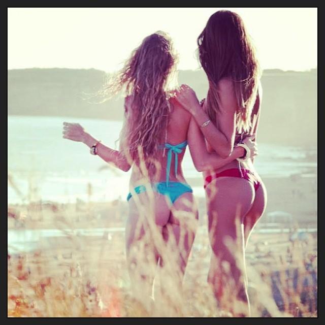 Las chicas a la espera del Miss Reef Beauty Contest :) sábado 25 de enero, Playa Mariano #Mardel Pic: Emiliano Gatica para @reeflatinoamerica #ReefArgentina