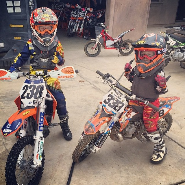 Happy to be back home watching these two ride! @dangerboydeegan and @hucksondeegan always tearing it up at the home tracks ✊