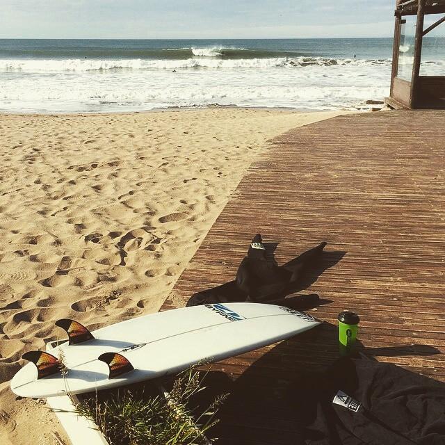 """@mpasseri1 -  Nada mejor que buenas olas en casa para festejar """"el día internacional de los Océanos"""" Sabemos como desfrutarlo, aprendamos a cuidarlo cada vez mas!"""