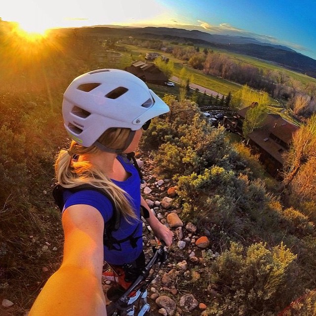 #miolagirls climb || #mountainbiking with out-of-water #mermaid @meredithdrangin || #getoutthere #miolawesome #coloradogram #sunset