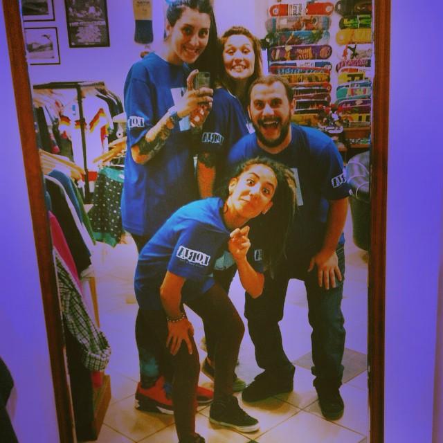 #MirrorSelfie,  de parte de la Crew de @loriaskateshop con su #gotcha tee.  Gracias a #Loria y a toda su hermosa gente! Que tengan una Buena Semana! #GOTCHA #OFFICIALDEALER