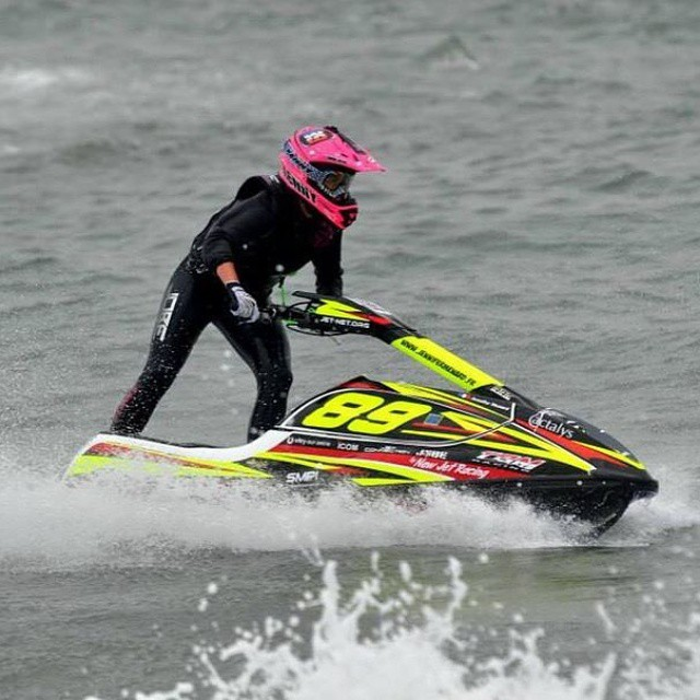 Look how Jennifer Menard is showing some girl power during the French Championship #Jobe #pwc #jetski #JenniferMenard #girlpower @jmenard89