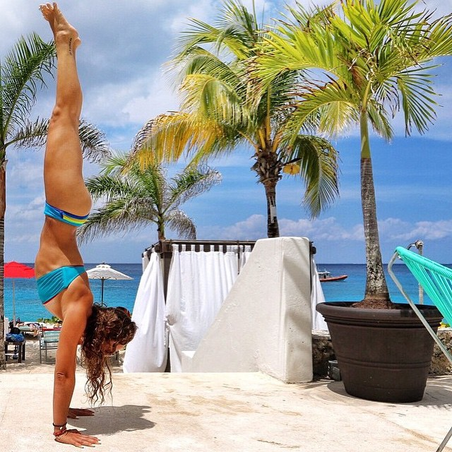 #miolagirls stand on their heads || @mikiashyoga in our Casita Boythong