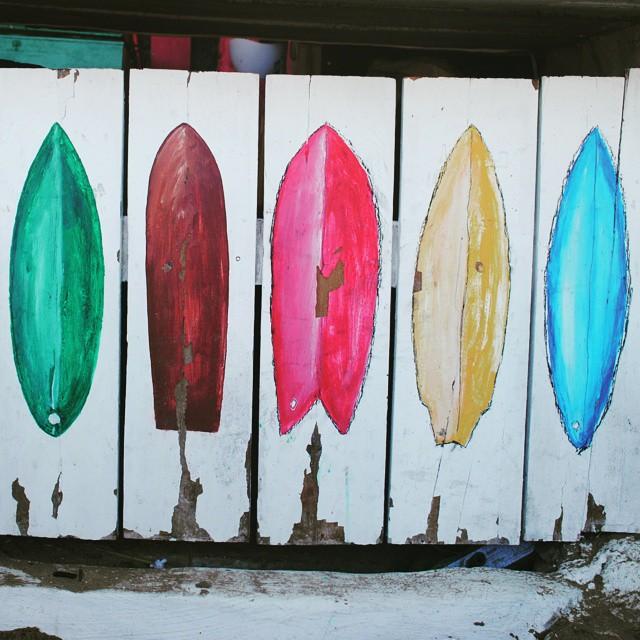 Murales en las playas de #isabella #Galapagos . #surfboards en #caletaiguana