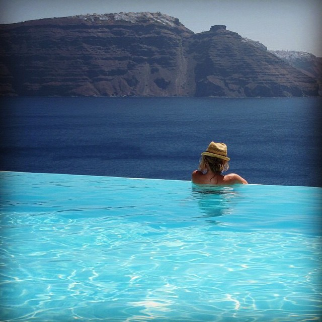 #miolagirls love a good view || @missbigbootymontrose does #Greece || #getoutthere #miolawesome #poolwithaview #santorini #oceanview #weekendwednesday