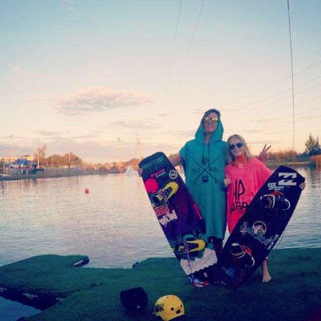 Rider bross @mxpetrina @ezeof @bairexpark #ride #wake #wakepark #style #palapapa #poncho #surf #perfect #enjoy #wakeboard #friends #check #photo #color #best #sunrise #lake #everyday
