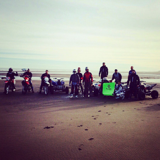 THE TEAM #brap #livetoride #yamahateam #fox #vwlove #bora #carporn #jetta #turbo #vw #yamaha #raptor #cuad #atv #palapapa #ocean #poncho #beach #dirty #road #offroad #circuit #riders #pro