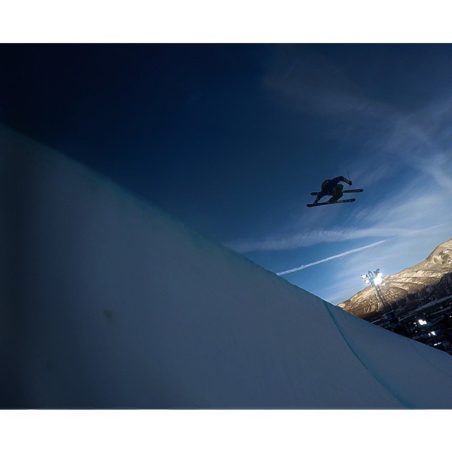 @mrdavidwise always gets the grab. #shapingskiing