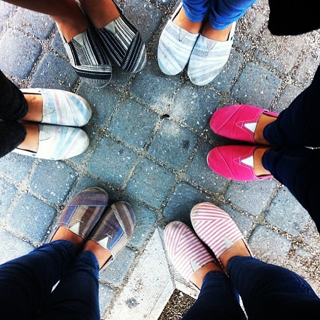 Walking together ph. @msemog #paez #paezshoes #friends #shoes