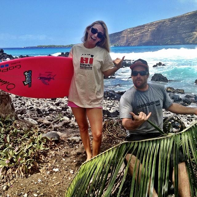 Making #coconut hats with Coco Pete! And drinking the best #Kombucha ever @hawaiikombucha @peterrabin